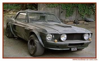 Komisařův obrněný Mustang