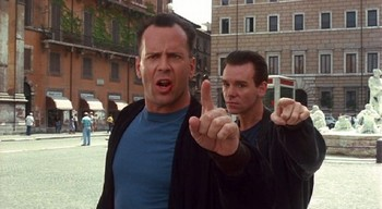 Bruce Willis má v zádech OPRAVDU Davida Carusa!