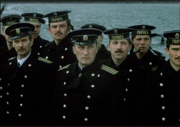 Námořníci, vlevo hleď
