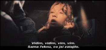 Smutná Anna u zrcadla