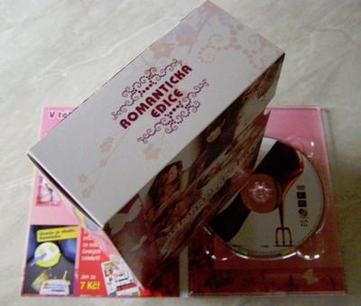 Složený lepenkový box na celou edici
