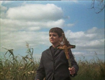Isaac uprostřed kukuřice